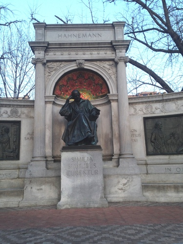 Samuel%20Hahnemann%27s%20monument%2C%20Washington%20%28by%20Concetta%20Tatali%29%20-%202.JPG
