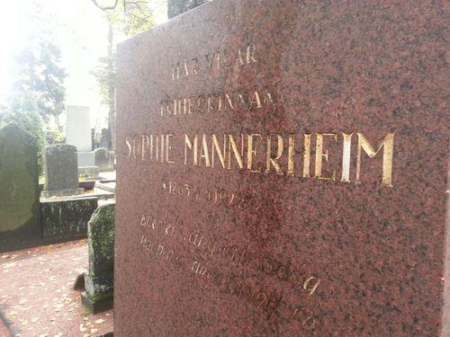 Sophie%20Mannerheim%27s%20tomb%2C%20Helsinki%20%283%29.JPG