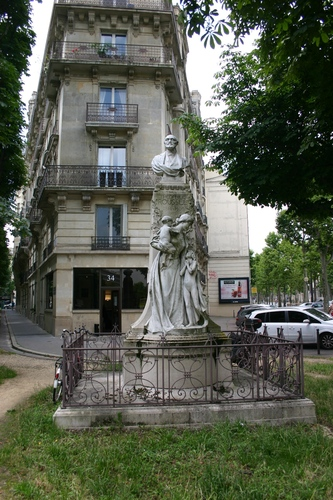 Th%C3%A9ophile%20Roussel%27s%20monument%2C%20Paris%20%281%29.JPG