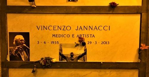 Enzo%20Jannacci%27s%20tomb%20%282%29.jpg
