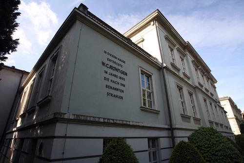 Wilhelm%20Conrad%20Roentgen%27s%20laboratory%2C%20Wurzburg%20-%201.jpg
