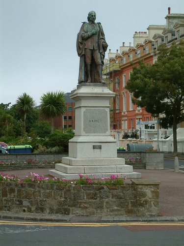 William%20Harvey%20statue%2C%20Folkestone%2C%20England.jpg
