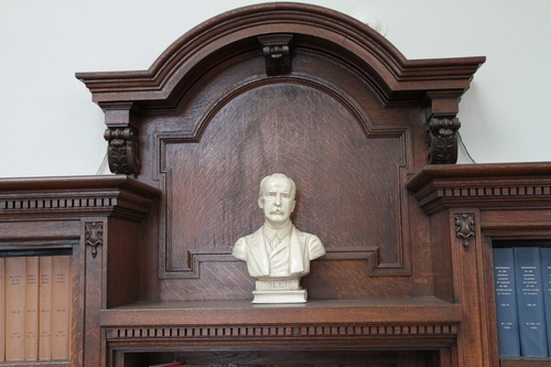 William%20Osler%20bust%2C%20Stratchona%20Building%2C%20McGill%20University%2C%20Montreal%20-%2001.JPG