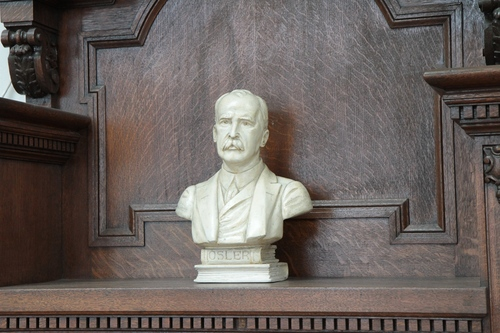 William%20Osler%20bust%2C%20Stratchona%20Building%2C%20McGill%20University%2C%20Montreal%20-%2002.JPG