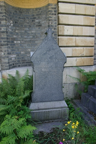 William%20Rutherford%27s%20tomb%2C%20Brompton%20Cemetery%2C%20London%20-%2002.JPG