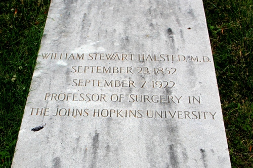 William%20Stewart%20Halsted%27s%20tomb%2C%20Green-Wood%20Cemetery%2C%20Brooklyn%20NY%20-%2003.JPG